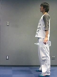足の筋トレ レッグランジ(ダンベル) 1