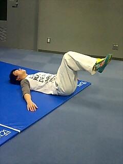 お腹の筋トレ ワイパー運動(リバーストランクツイスト) 1