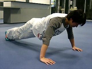 胸の筋トレ プッシュアップ(腕立て伏せ) 12