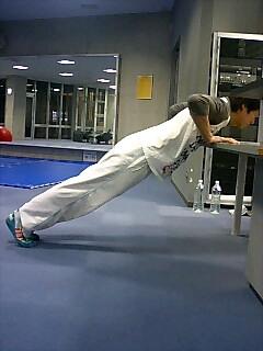 胸の筋トレ プッシュアップ(腕立て伏せ) 8