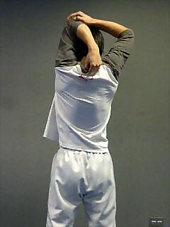 ストレッチ 肩と二の腕 1