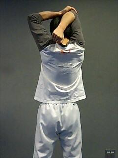 ストレッチ 肩と二の腕 2