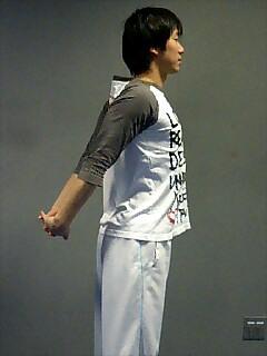 ストレッチ 胸と肩 2
